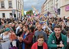 I Marsz Równości. Tysiąc osób maszerowało ulicami Rzeszowa. Okrzyki i ataki narodowców [ZDJĘCIA, WIDEO]