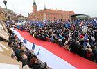 """Marsz dla Europy! W Warszawie, Wrocławiu, Krakowie, Londynie, Berlinie... Tłumy mieszkańców na ulicach i wspólne śpiewanie """"Ody do radości"""""""
