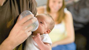 Dobrze wybierz sprzęt do karmienia. Smoczek butelki powinien kształtem przypomniać kobiecą pierś.