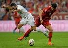 Robert Lewandowski walczy o piłkę z Danielem Carvajalem