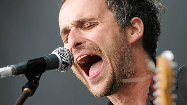 Artur Rojek, oryginalny wykonawca piosenki 'Długość dźwięku samotności', podczas koncertu Myslovitz w 2009 r. Wokalistą śląskiej grupy Rojek był do 2012 r.