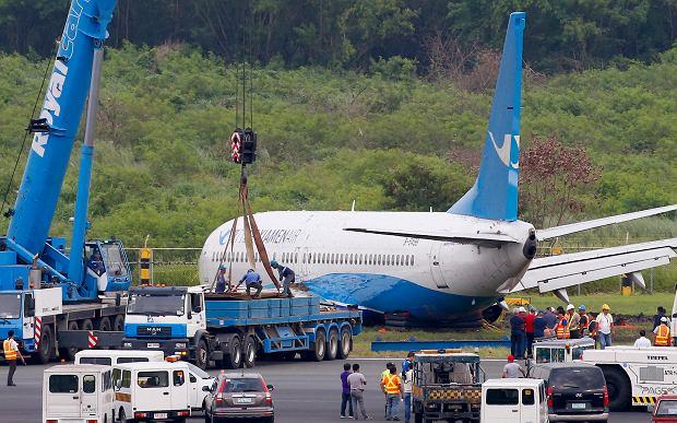 Manila. Boeing 737 uderzył w ziemię i stracił lewy silnik. Dziesiątki lotów odwołanych