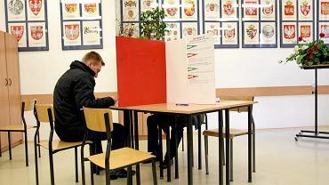 Najnowszy sondaż CBOS. Polacy powiedzieli, które wybory są dla nich najważniejsze