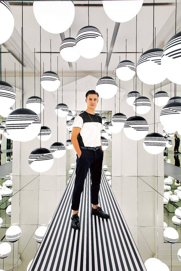 Optical to kolekcja lamp zkloszami wgraficzne czarno-białe wzory inspirowana stylem op-artu.