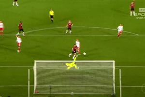 Puchar Niemiec. Hannover gromi, Artur Sobiech strzela pi�knego gola [WIDEO]
