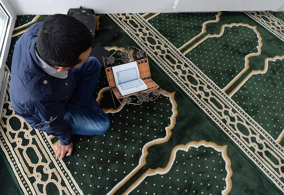W Ośrodku Kultury Muzułmańskiej na Ochocie oprócz meczetu znajdują się także sale do nauki, sklep z towarami orientalnymi oraz muzeum. Wydarzenie organizowane na jego terenie miało na celu przybliżyć kulturę islamu i zburzyć stereotypy i uprzedzenia, które narosły wokół tej religii. Podczas zwiedzania meczetu uczniowie warszawskich szkół mieli zapoznać wszystkich chętnych z zasadami obowiązującymi w meczecie, a także opowiedzieć o tym kim są polscy muzułmanie, czym jest minbar oraz dlaczego w meczecie zdejmuje się buty.