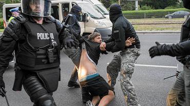 18 maja, zamieszki pod komisariatem policji przy Trzemeskiej