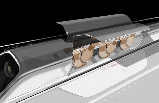 Kapsuła Hyperloop na przystanku