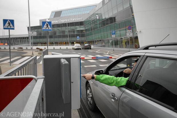Kiss&Fly już działa na Okęciu. Jest znacznie drożej niż na innych polskich lotniskach