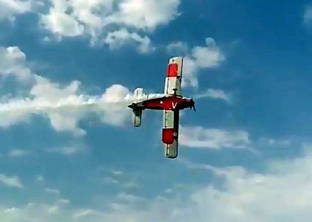 Katastrofa na air show pod Moskwą. An-2 zahaczył skrzydłem o ziemię. Są ofiary [WIDEO]