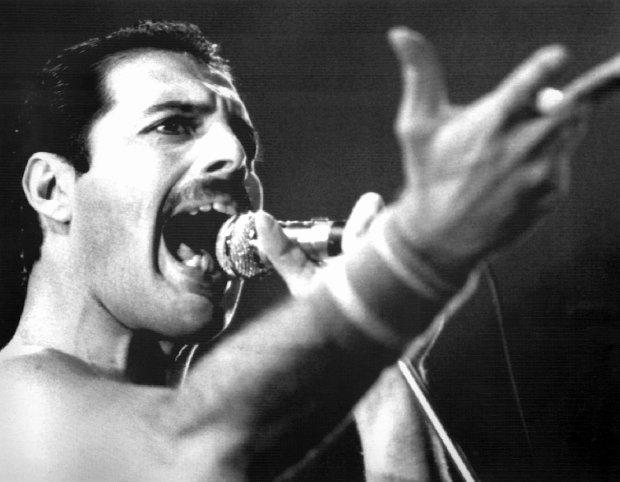 """Nie ma chyba osoby, która nie znałaby """"Bohemian Rhapsody"""". Nie ma też wątpliwości, że coverów tego utworu jest całe mnóstwo. Zespół Pentatonix postanowił dołożyć do całego szeregu różnych wykonań także i swoją wersję. Czym wyróżniają się spośród setek innych nagrań? Przeczytaj i sprawdź!"""
