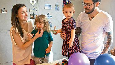 Anna Troszkiewicz i Kuba Kuśmierz z córką Miłką (2 lata) i synem Witem (4 lata)