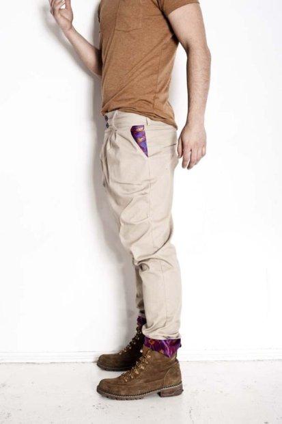 Spodnie z kolekcji Madox Design: beżowe bryczesy. Bawełna, żakard. Cena: 280 zł