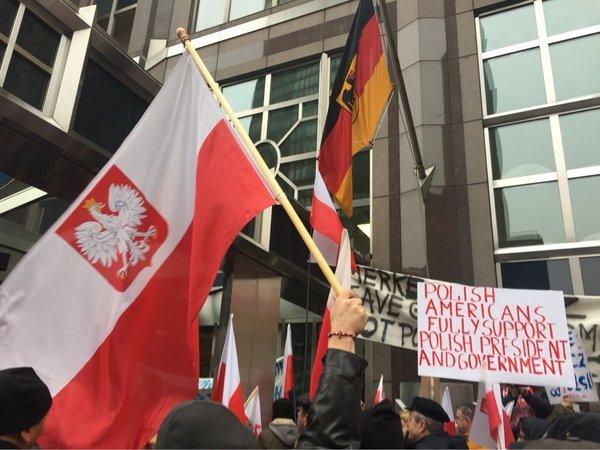 Protesty Polonii przed ambasad� Niemiec w Nowym Jorku