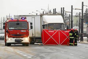 Aleja Krakowska nadal zakorkowana. Śmiertelne potrącenie