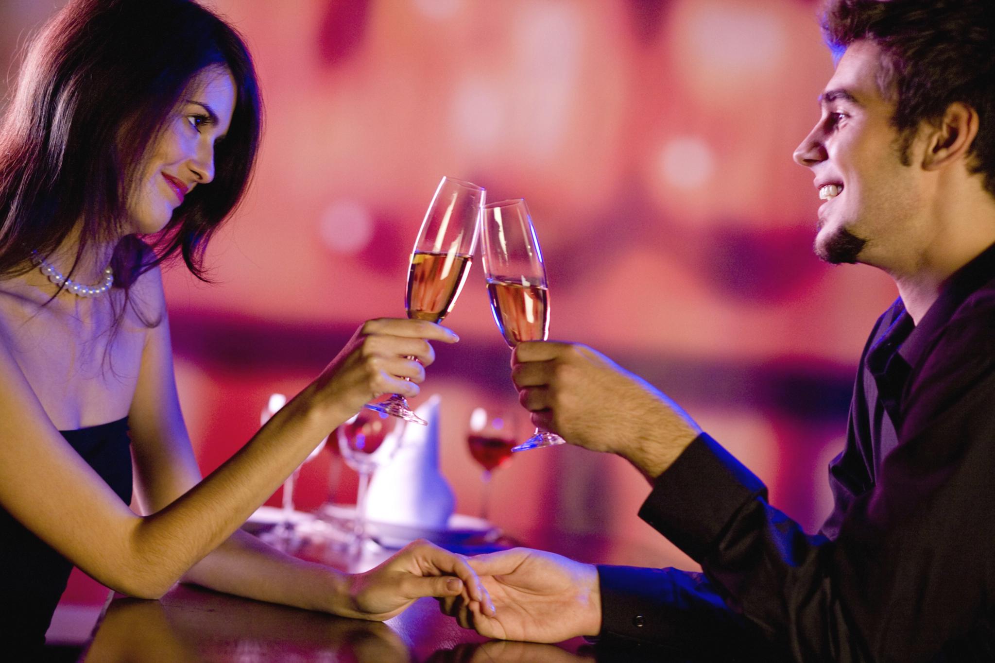 Stylizacje na Walentynki - w co się ubrać na randkę?