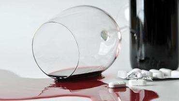 Kobiety, które biorą środki antykoncepcyjne, powinny uważać z alkoholem
