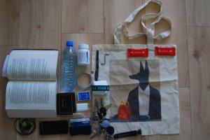 Szminka, lakier czy scyzoryk? Czego potrzebujesz, by by� gotow� na wszystko?