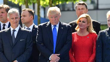 Szczyt NATO w Brukseli. W pierwszym szeregu stoją od lewej: król Belgii Filip, prezydent USA Donald Trump, prezydent Chorwacji Kalinda Grabar-Kitarowicz i prezydent Litwy Dalia Grybauskaite. W głębi Andrzej Duda. 25 maja 2017 r.