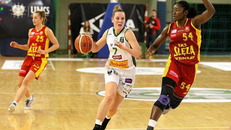 Z piłką Tess Madgen z Pszczółki AZS UMCS Lublin