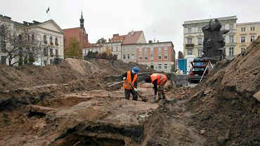 Prace archeologiczne na Starym Rynku w Bydgoszczy - jesień 2016
