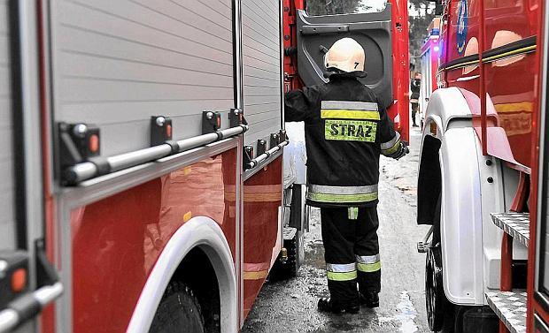 Dom 10-osobowej rodziny zapalił się o świcie. Dwie kobiety z małym dzieckiem nie zdążyły uciec