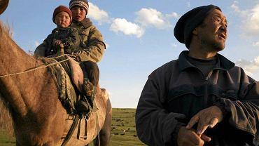 W Kirgistanie wprowadzono karę za zawieranie religijnych ślubów z nieletnimi. Kapłanom i rodzicom nieletnich, którzy doprowadzą do zawarcia takiego związku, grozić będzie do 5 lat więzienia