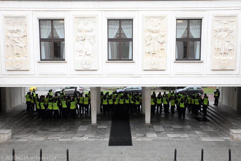 Demonstracja opozycji pod Sejmem