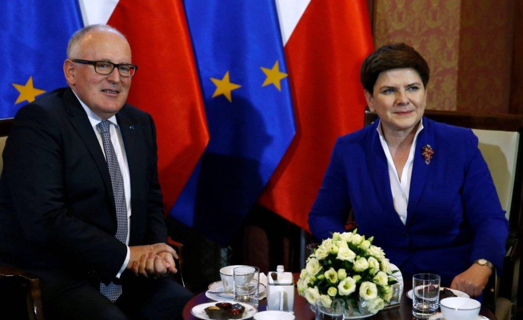 Wiceszef KE Frans Timmermans i premier Beata Szydło (fot. Kacper Pempel/Reuters)