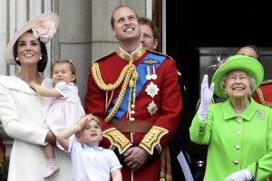 Cho� Brytyjczycy w sobot� �wi�towali 90. urodziny kr�lowej El�biety, oczy wszystkich zwr�cone by�y na debiutuj�c� na balkonie Buckingham Palace ksi�niczk� Charlott�.