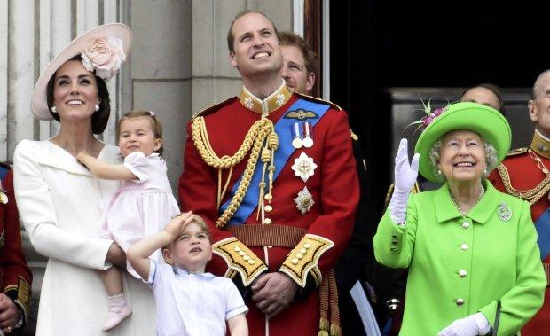 Niektórzy członkowie rodziny królewskiej są naprawdę wysocy. W tym rankingu wygrywa książę William. Jednak księżna Kate może pochwalić się równie imponującym wzrostem.