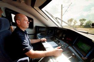 Pensja nawet 8 tys. z�. Setki miejsc pracy czekaj� na kolei