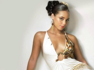 """Amerykańska wokalistka, aktorka Alicia Keys zaprezentowała swoje zdjęcie z planu serialu """"Imperium""""."""