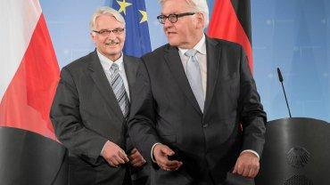 Szefowie dyplomacji Polski Witold Waszczykowski i Niemiec Frank-Walter Steinmeier wczoraj przed konferencją prasową w Berlinie