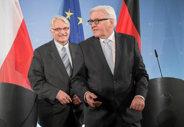 Szefowie dyplomacji Polski Witold Waszczykowski i Niemiec Frank-Walter Steinmeier wczoraj przed konferencj� prasow� w Berlinie