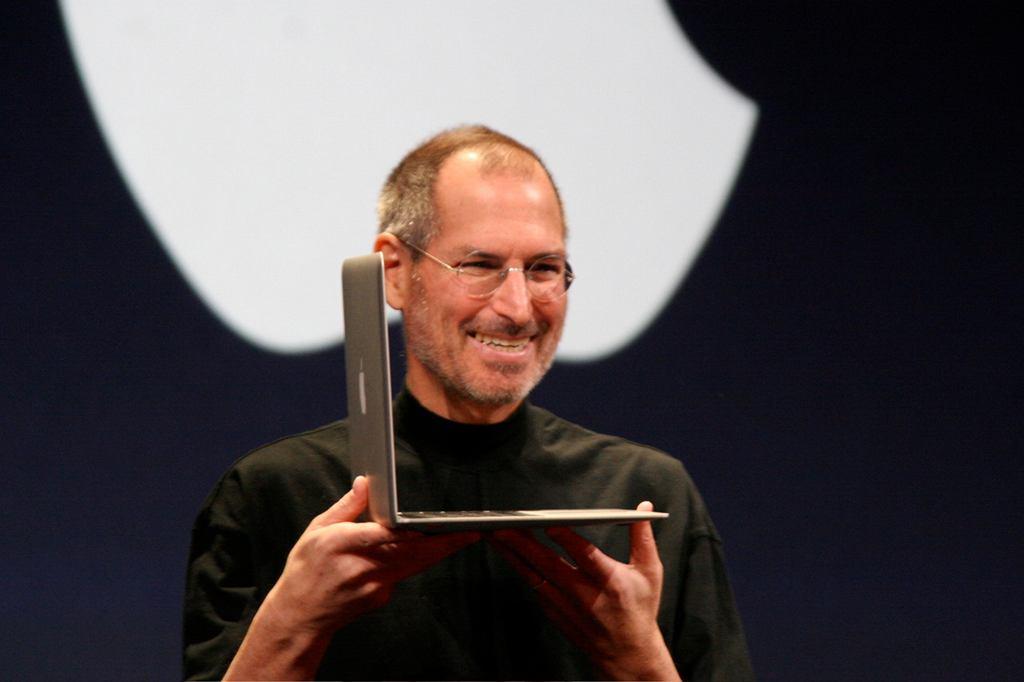 Steve Jobs prezentuje MacBooka Air 2, 2008 r. (fot. Matthew Yohe / Wikimedia.org / CC-BY-3.0)