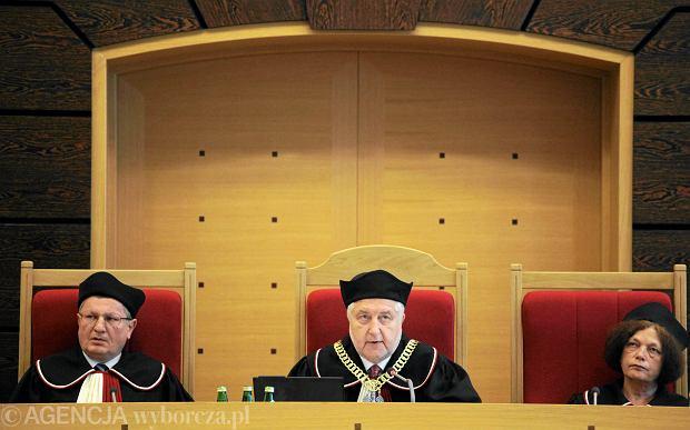 S�dziowie Trybuna�u Konstytucyjnego: Marek Kotlinowski, Andrzej Rzepli�ski i Teresa Liszcz