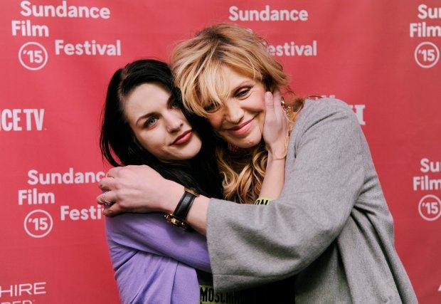 """Frances Bean Cobain opublikowała na portalu społecznościowym cover utworu """"Hallelujah"""" Leonardo Cohena. Fani są zachwyceni!"""