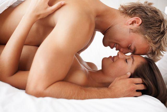 Pozycja misjonarska cieszy się niesłabnącą popularnością i dlatego, że umożliwia całowanie w trakcie, pełną fizyczną bliskość