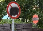 Wojna o znaki drogowe. Mieszkańcy są rozsierdzeni