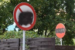Wojna o znaki drogowe. Mieszka�cy s� rozsierdzeni