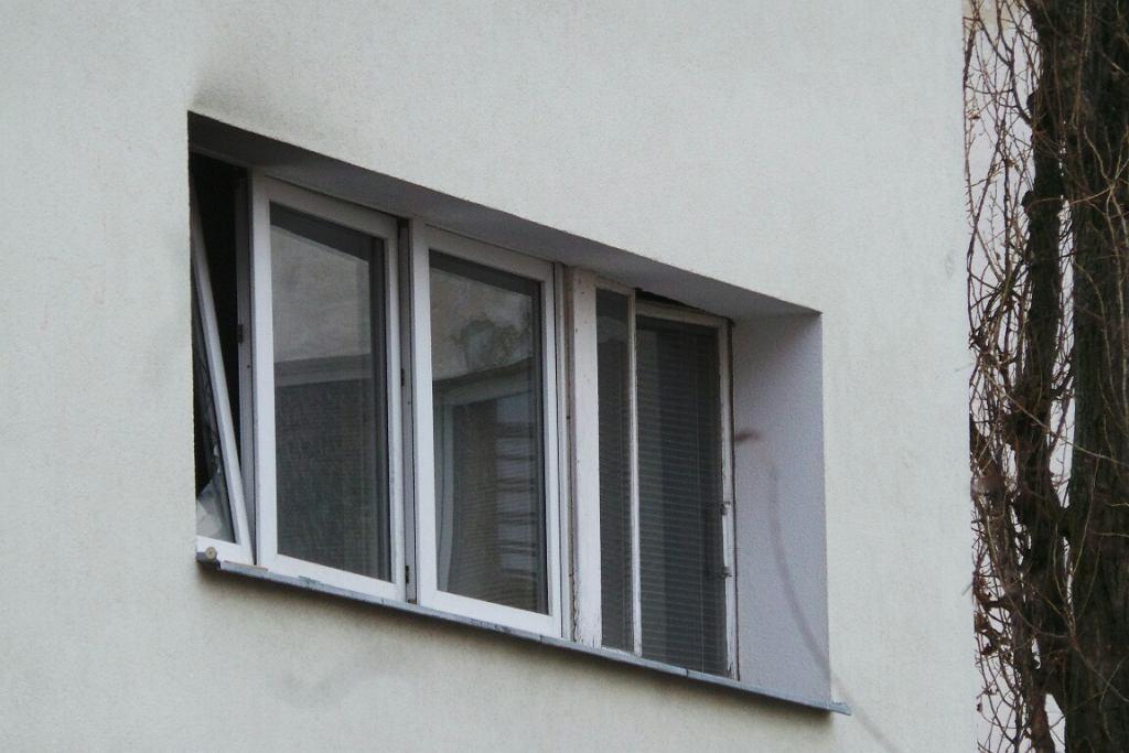 Zdjęcie numer 3 w galerii - Strażacy ugasili pożar i znaleźli zwłoki z odciętą głową. Brutalna zbrodnia na Żoliborzu