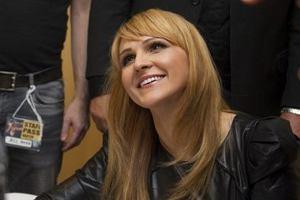 W maju rozpocz�a si� kampania reklamowa ubezpiecze� zdrowotnych Aviva. Twarz� akcji zosta�a piosenkarka Agnieszka Chyli�ska.