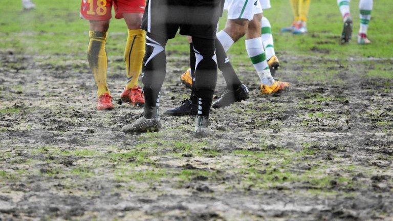 Mecz Korony z Wisłą Kraków odwołany z powodu fatalnego stanu murawy. Problemy były też podczas ubiegłotygodniowego meczu z Lechią Gdańsk