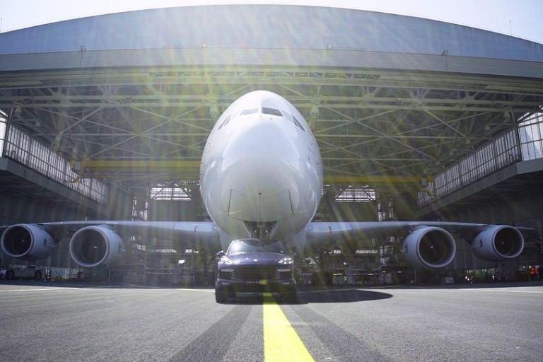 Porsche Cayenne holuje Airbusa A380