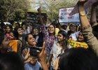 Indie: Zmarła zgwałcona i podpalona 15-latka