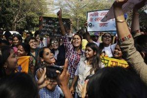 Indie: Zmar�a zgwa�cona i podpalona 15-latka