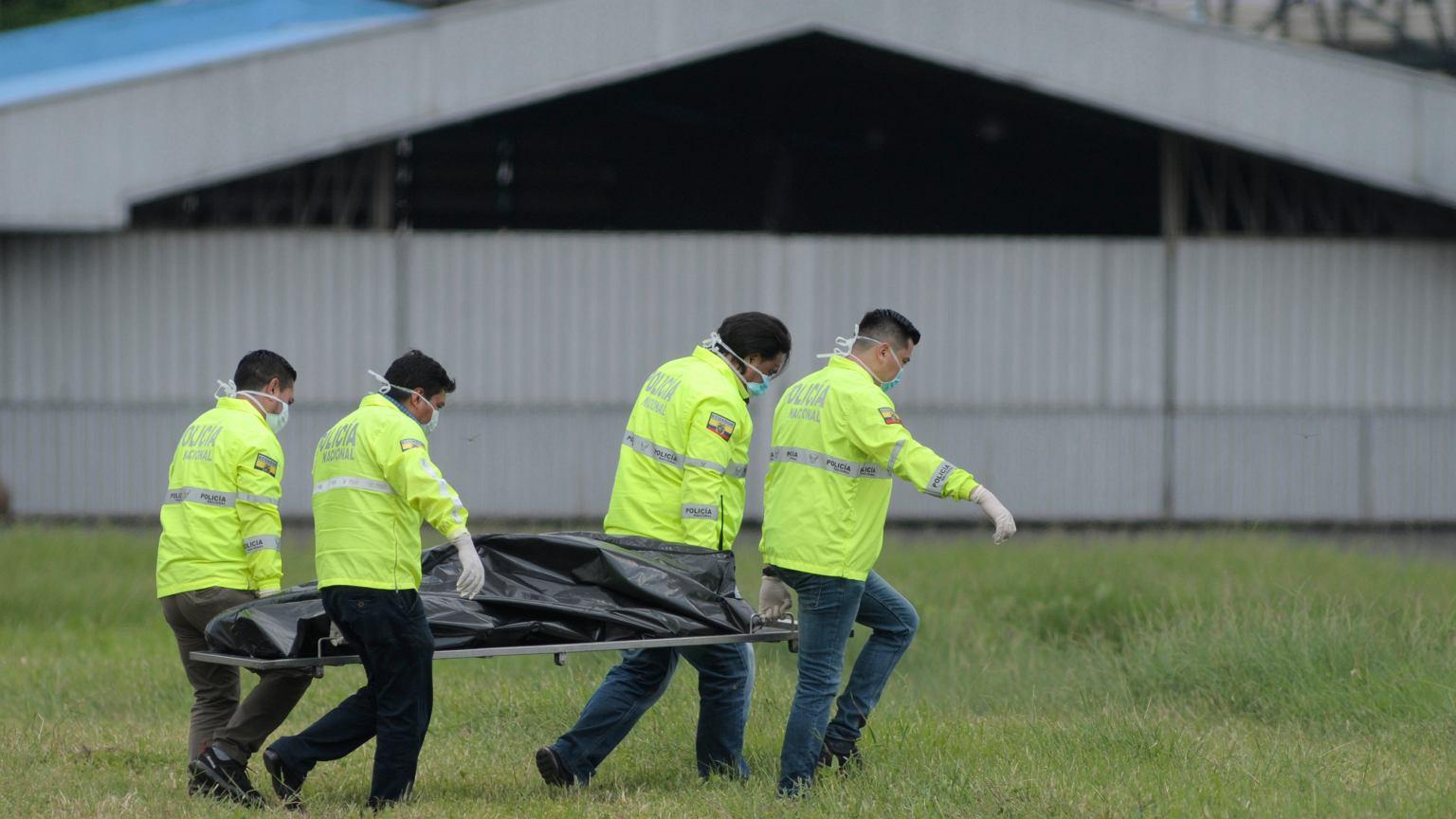 1aa2ce9a86f1c Jak podaje portal elcomercio.pe, po wystartowaniu samolotu z lotniska w  Guayaquil, z podwozia Boeinga 767-300 linii Latam Airlines wypadło dwóch  mężczyzn w ...