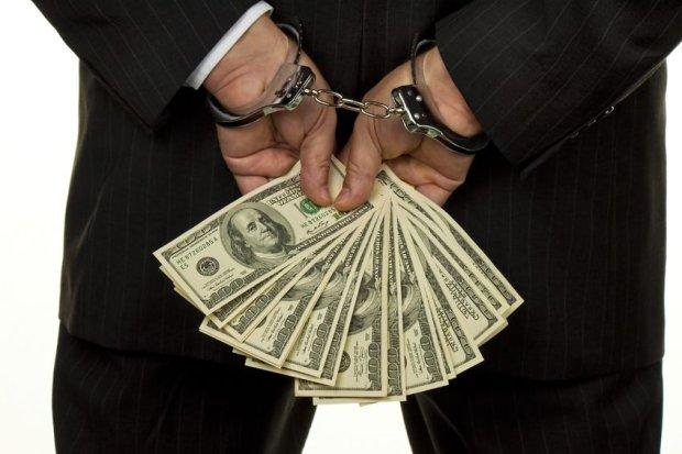 Ustawa o rajach podatkowych ukróci wyprowadzanie zysków przez firmy do krajów z niższymi podatkami. Będzie obowiązy- wać od stycznia 2015 r. Problem w tym, że Rządowe Centrum Le- gislacji opublikowało ustawę do- piero 3 października, a część przepisów ma trzymiesięczne vacatio legis.