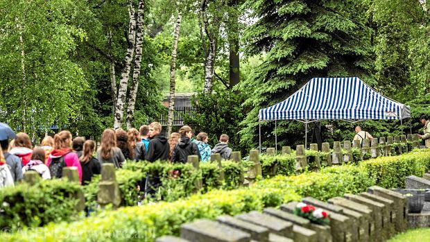 Dzi� pogrzeb gen. Jaruzelskiego. Prawica zabierze r�a�ce